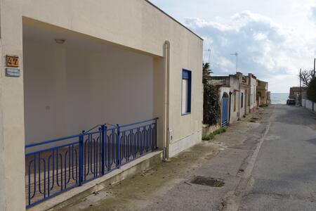 Casa Peri Ammoddu a 150m dal mare - Triscina - Rumah