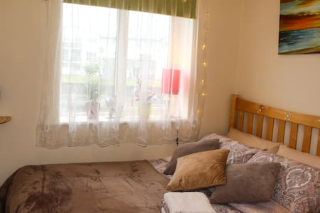 Double Bed & Private Bath Free WiFi - Apartment