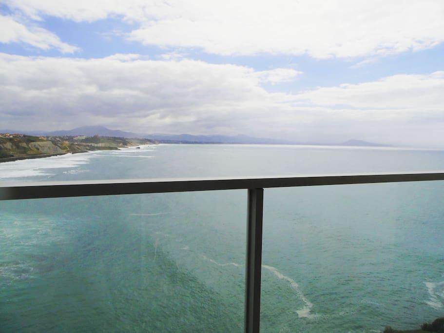 Vue séjour/salon : plage Côte des Basques