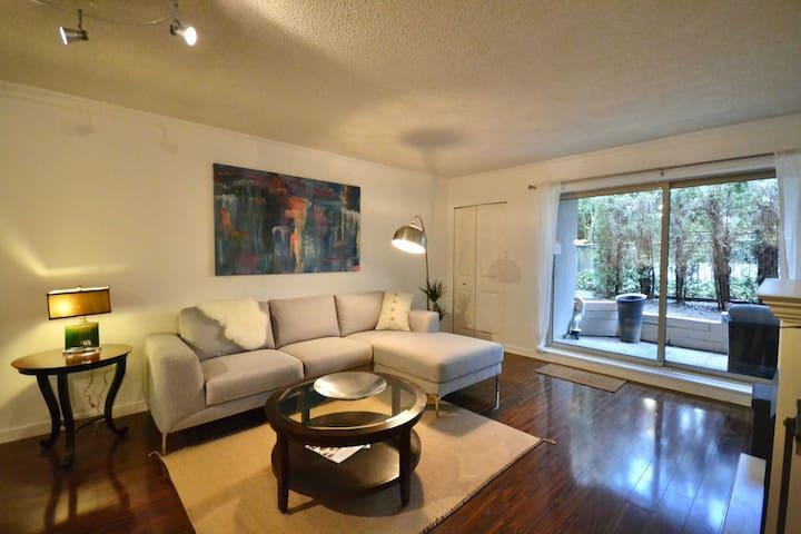 Furnished 2 bedroom apartment. - Burnaby - Leilighet
