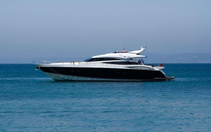 26 m motor yacht Princess V85