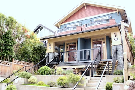 LUXURY 3BR+4BH House w/Mountain View in Kitsilano - Vancouver - Haus