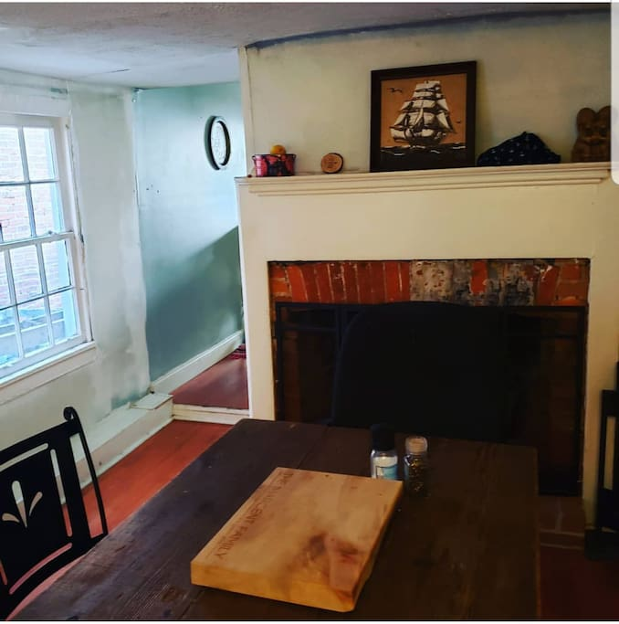 Colonial cottage located in Fishtown with shared living room, dining room, and kitchen