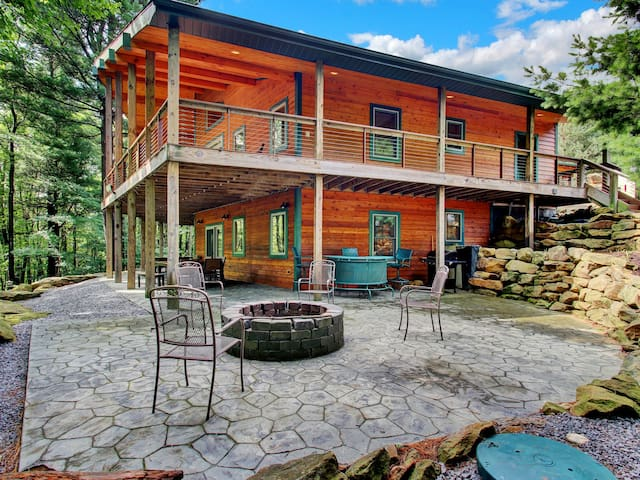 200-acres of Luxury in PA WILDS, Sleeps 18