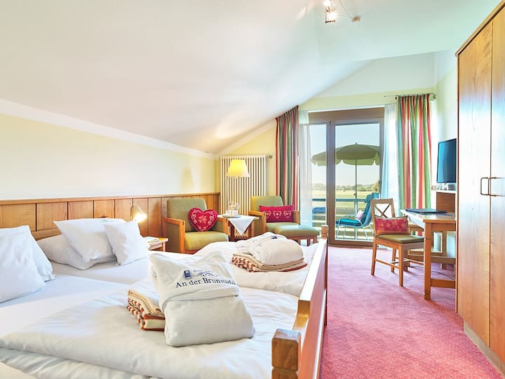 """Hotel """"An der Brunnader"""" garni (Bad Birnbach), Doppelzimmer mit westseitigem Balkon"""