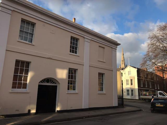 Cosy Regency gem in central Cheltenham