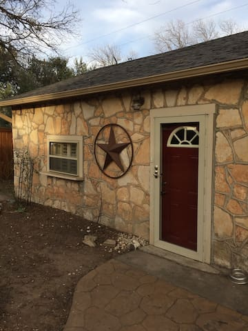 Quaint 1Bd Apartment with Carport - Abilene