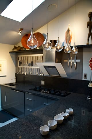 OPEN STUDIO LAYOUT-WELL APPOINTED KITCHEN