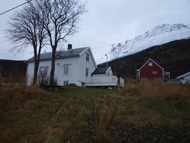 Beautiful cottage/house at Vengsøy - Tromsø - บ้าน