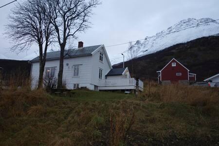 Beautiful cottage/house at Vengsøy - Tromsø