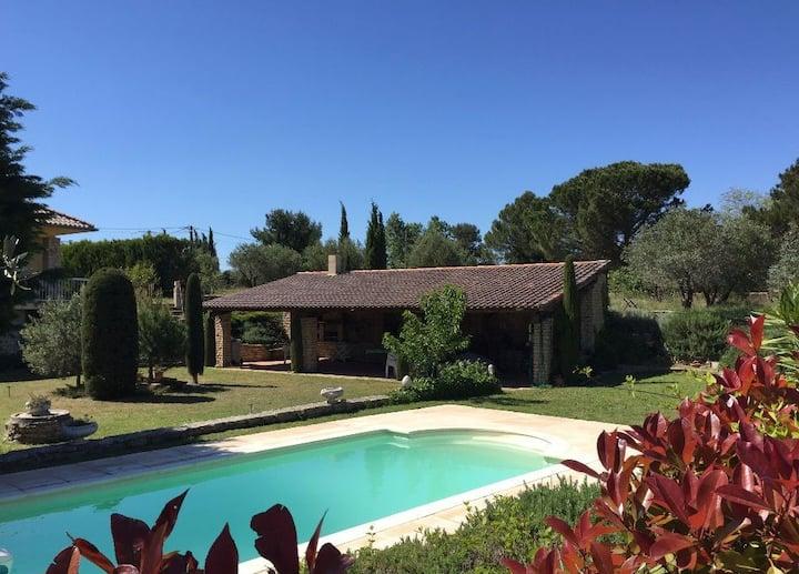Beau 2 pièces avec piscine proche Avignon
