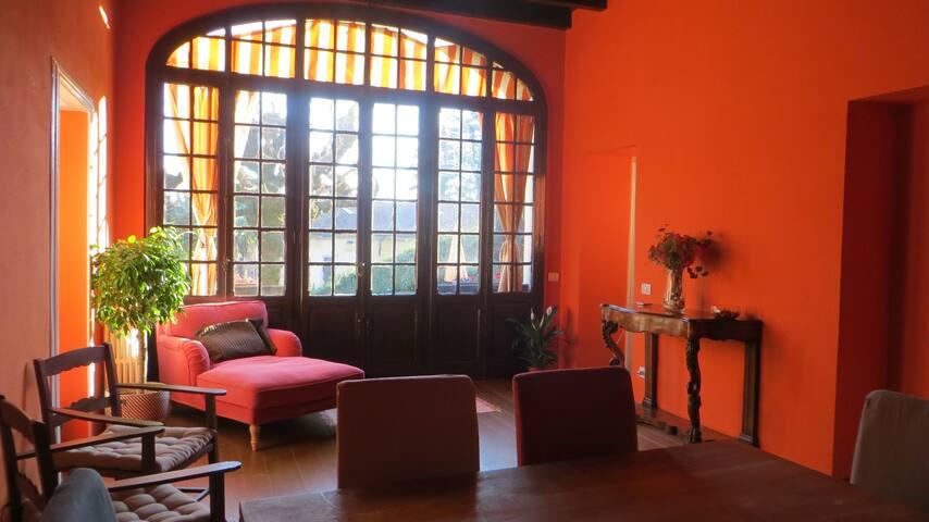Villa d'epoca con giardino vicino a Como