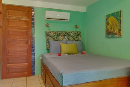 Garden Room-Queen bed, air con, wifi, bikes & pool