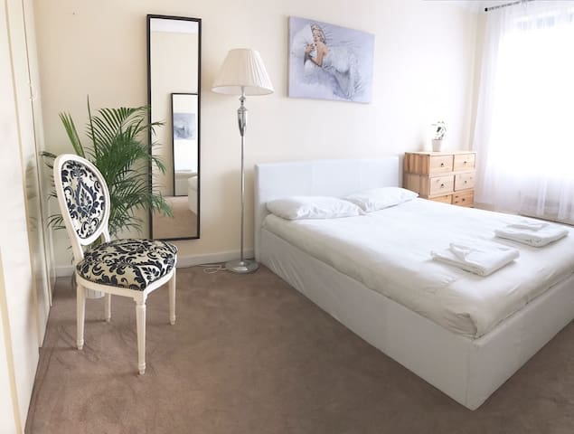 Affordable room, fantastic location