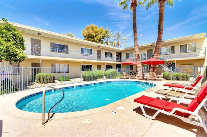 **Heart of Old Town** Private Pool View Condo