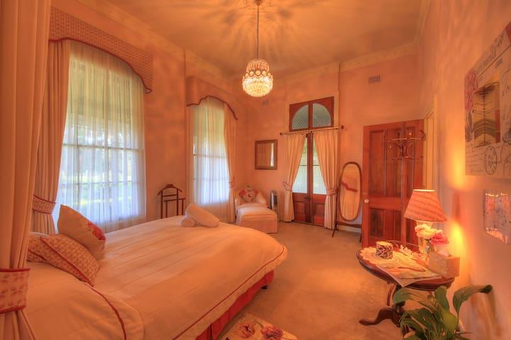 Laurels Guesthouse Bridal Suite