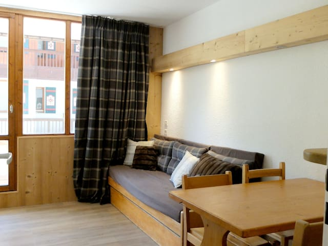 Studio cabin situated in Val Claret area, all shops nearby and funicular at 20 meters.