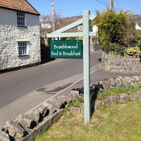 Cheddar B&B Bramblewood with Gorge Views - Cheddar
