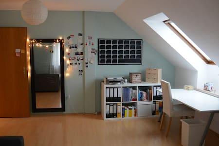 2 schöne Zimmer mit Bad / stadtnah - Veitsbronn - Társasház