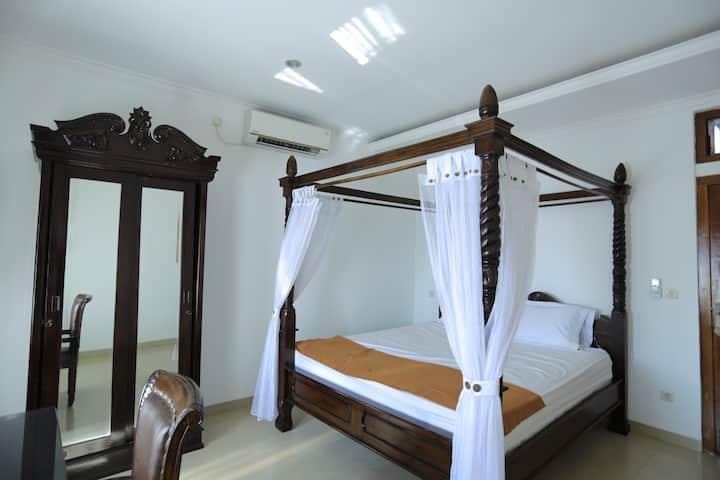 Deluxe Classic Luxury Room In Baciro Yogyakarta