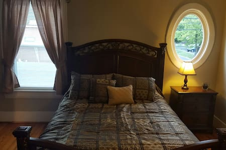 Circa 33 Queen bed room 3 or suite - Berkeley Springs