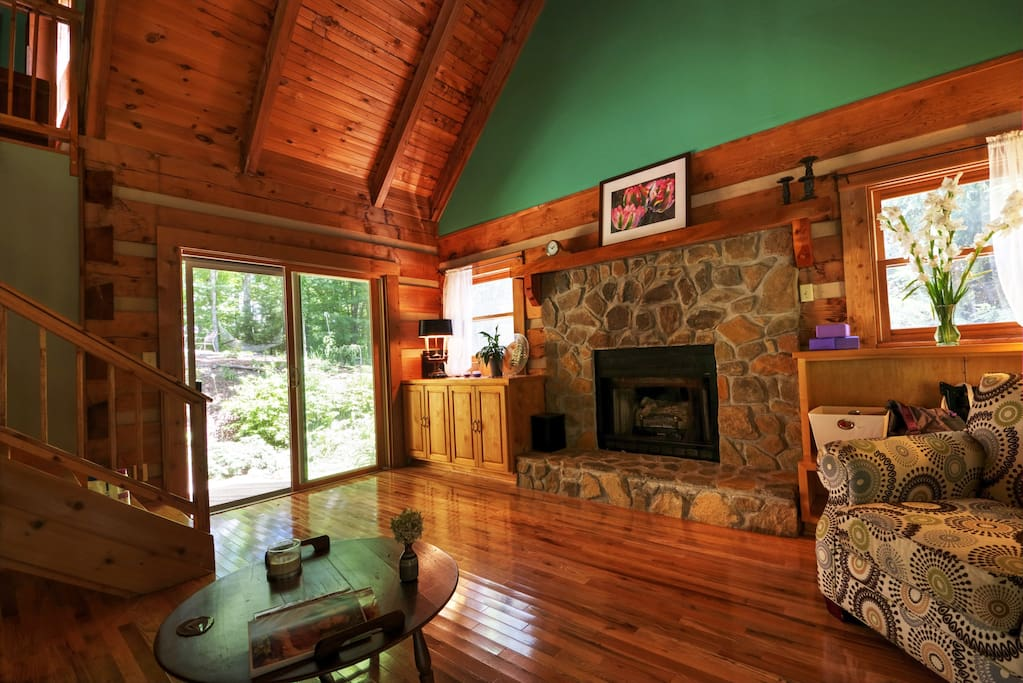 Laurelwood log cabin serenity in the mountains chalet for Persiane delle finestre di log cabin