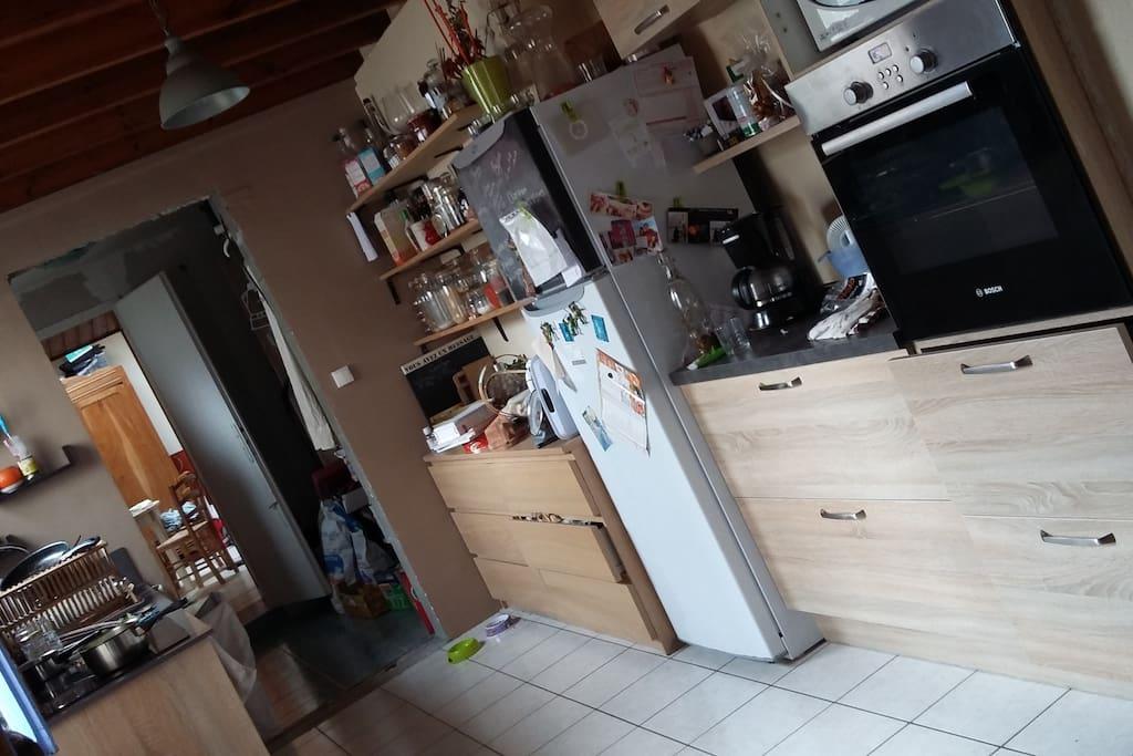 cuisine fonctionnelle ouverte sur pièce de vie