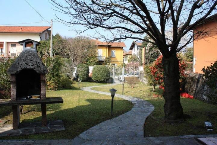 villa singola con giardino - Laveno-Mombello - Huis
