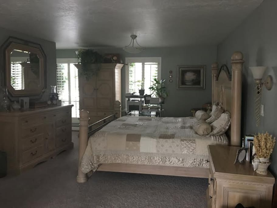 Large King Bedroom