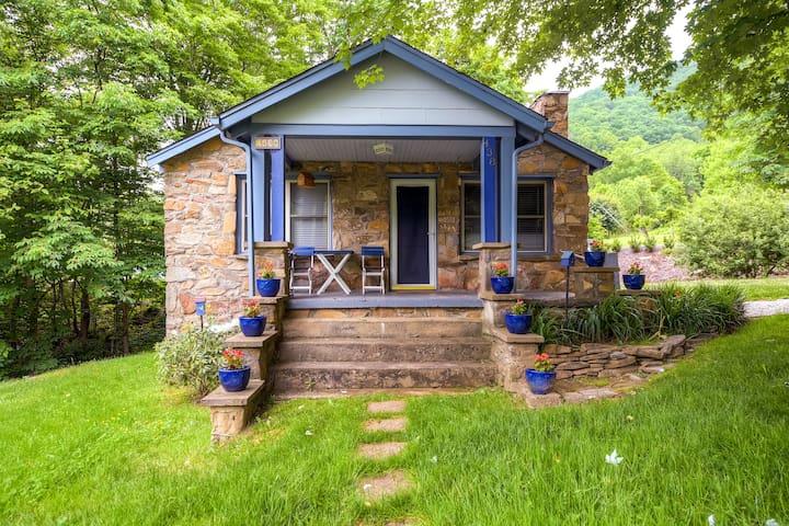 2BR Stone Cottage w/Hot Tub + Wifi - Barnardsville - Rumah