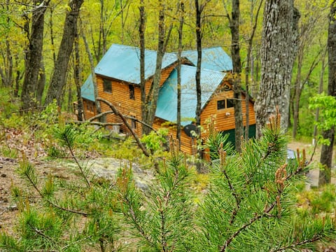 Potomac Cabin, Riverfront, 7 acres, sleeps 10, spa