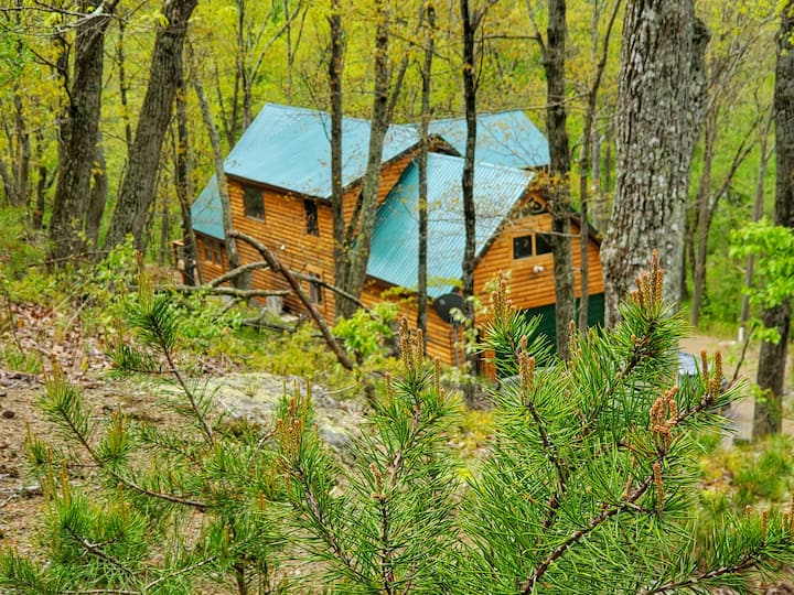Potomac Cabin, Riverfront, 7 acres, sleeps 10, spa