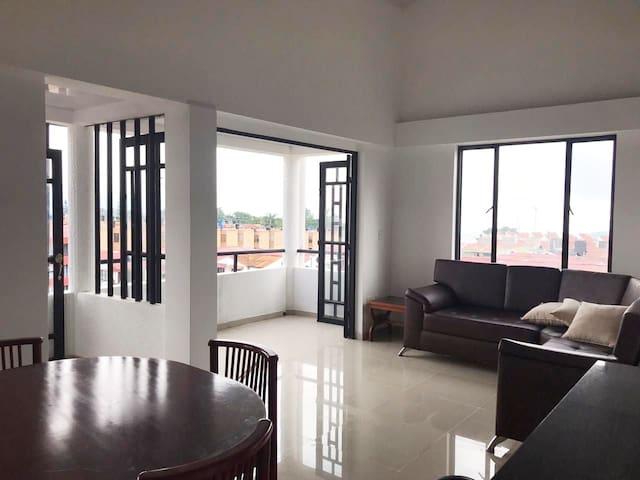 Apartamento de 140 Metros, en Conjunto Cerrado
