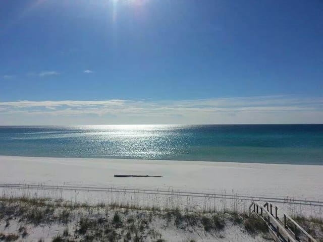 View of Water most Rooms, Beach Across Street! - Destin - Villa