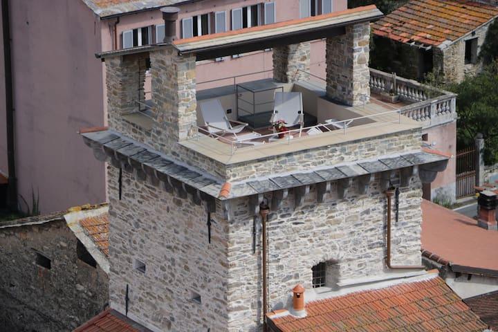 Casa Franco nella Torre Saracena di Dolcedo