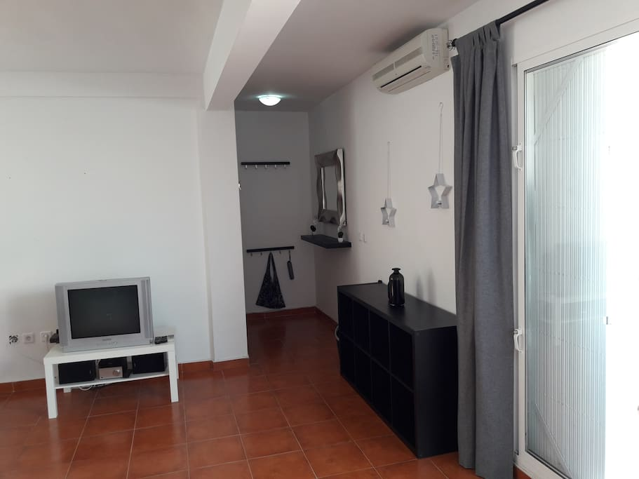 Entrance into the spacious living-kitchen room provided with an airconditioning