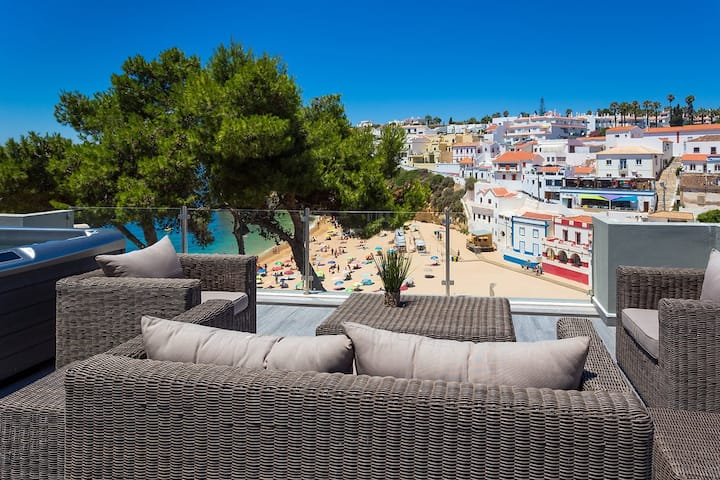 Beach house in Carvoeiro with roof top jacuzzi