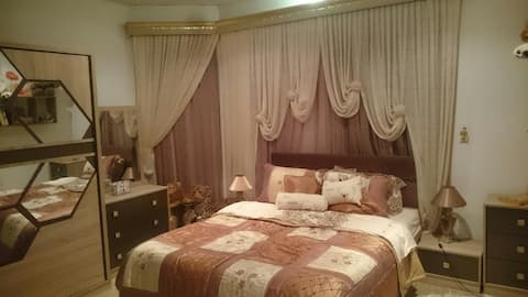 DoubleBedRoom in shared Villa with Garden