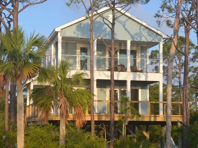 Trudy May's Bay,is a new 4/3 home on the Bay.