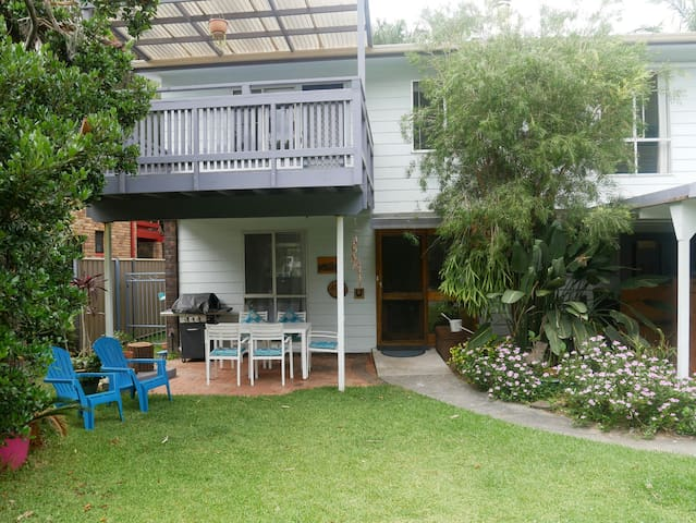 Spacious, 5 Bedroom Beach House- Pets Welcome