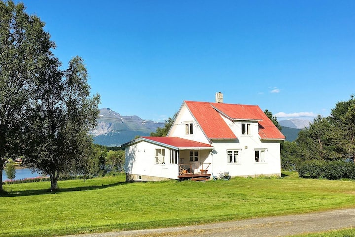 6 person holiday home in storsteinnes