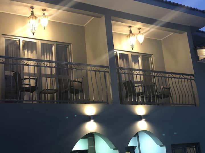 Casmar Place Unit 5 - Luxury Apartments