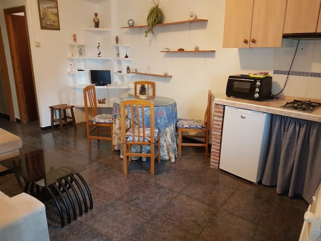 Tipical house, 5 min downtown, parking & wifi