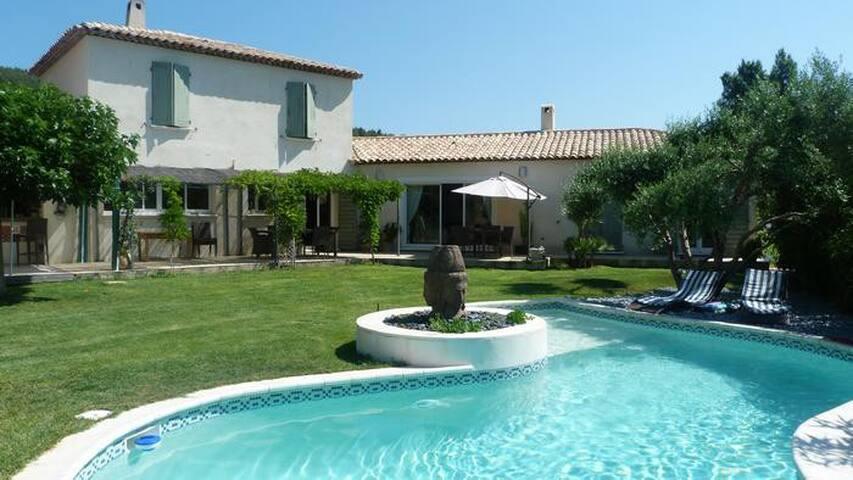 Belle villa 6-8p piscine jacuzzi cadre enchanteur - La Farlède - Apartament