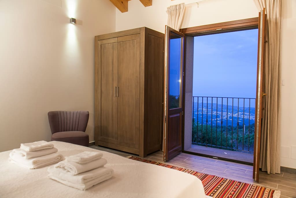 Gaze over the bay of Taormina from the master bedroom