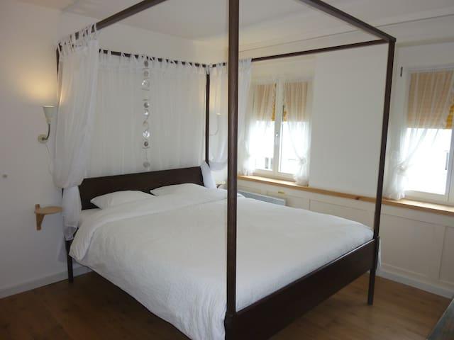 Doppelzimmer mit Dusche in Hafennähe