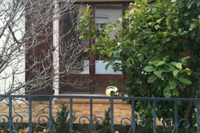 Detalle de uno de los balcones de la planta baja