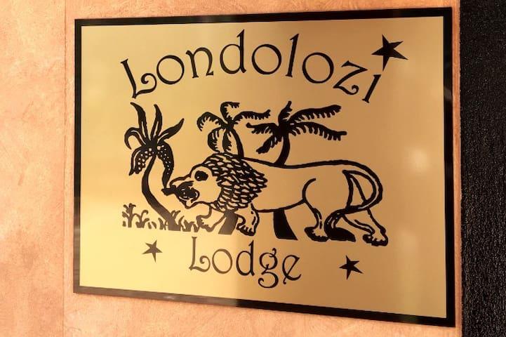 Londolozi Lodge - A luxury Bed & Breakfast pet-friendly accommodation. Welcome!