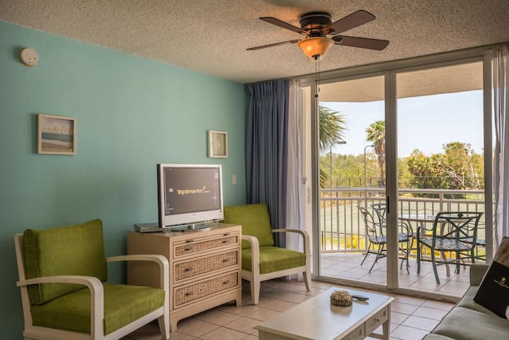 Newly furnished suite w/ shared pool & hot tub, tennis, balcony, parking, dog ok