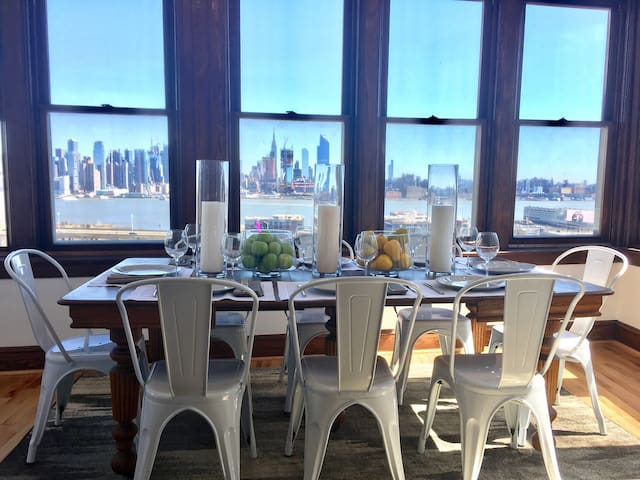 Manhattan in Minutes! 4 Bedrooms! - Weehawken - Apartmen